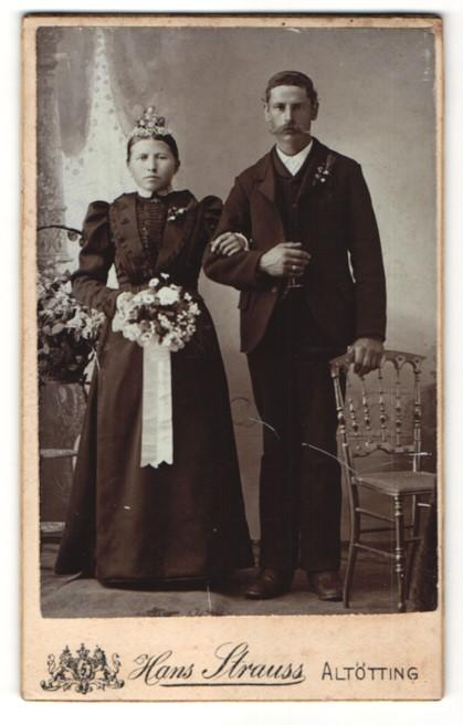 Fotografie Hans Strauss, Altötting, Hochzeitspaar kurz nach der Trauung