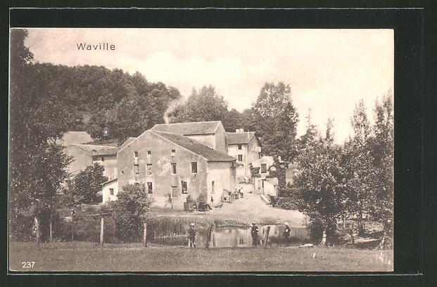 AK Waville, Ortspartie mit Wohnhäusern und Ufer
