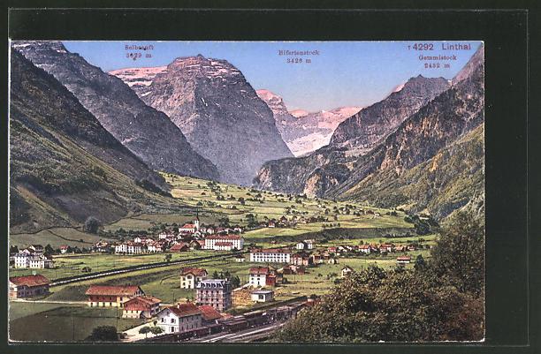 AK Linthal, Ortsmotiv mit Bahnhof mit Blick auf das Bifertenstock und Gemmistock
