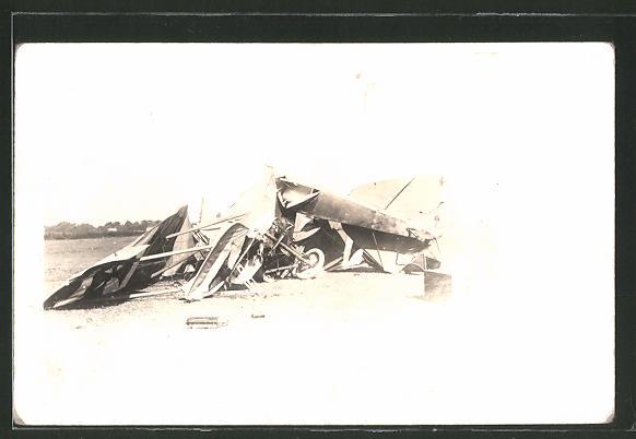 Foto-AK Trümmer eines Flugzeugs 0