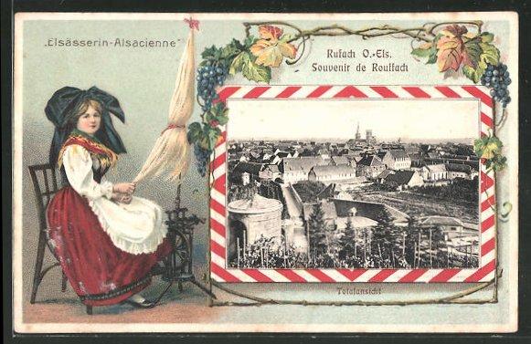 Passepartout-Lithographie Rufach, Ortsansicht aus der Vogelschau, Elsässerin in Tracht am Spinnrad