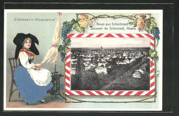 Passepartout-Lithographie Schlettstadt, Teilansicht der Ortschaft, Passepartout mit Elsässerin in Tracht am Spinnrad