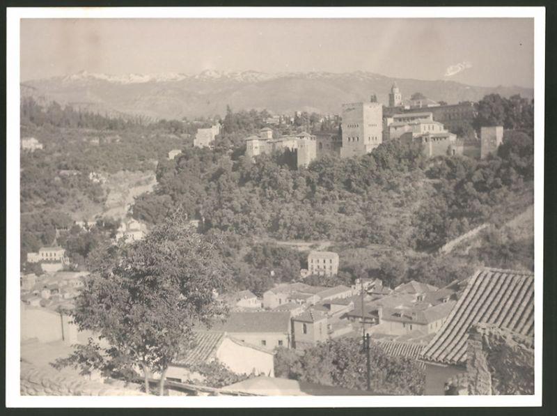 Fotografie Fotograf unbekannt, Ansicht Granada, Ansicht der Ortschaft mit Festung