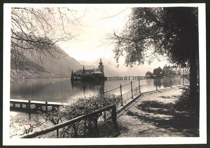 Fotografie Fotograf unbekannt, Ansicht Gmunden, Blick zum Kloster