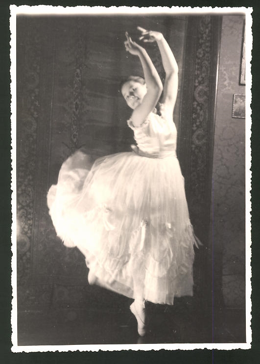 Fotografie Tänzerin, Ballerina im weissen Kleid