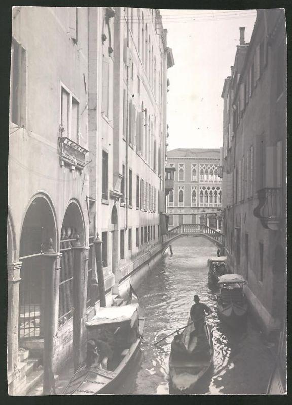 Fotografie Fotograf unbekannt, Ansicht Venedig, Gondel in einem Kanal