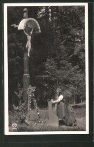 AK Rötenbach, betende Frau am Flurkreuz
