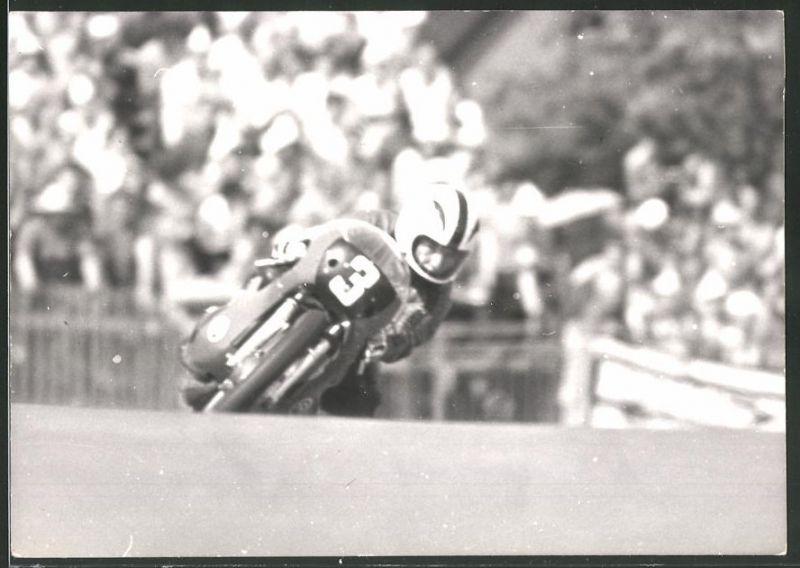 Fotografie Motorrad-Rennen, Motorrad Yamaha mit Startnummer 3