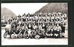 Foto-AK Mayrhofen, Musikkapelle in Trachten mit Instrumenten