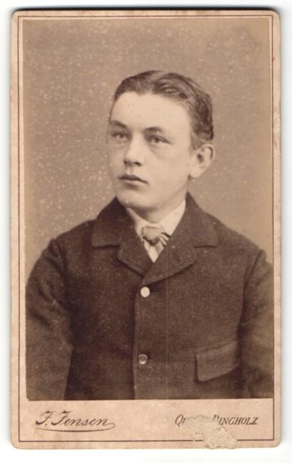 Fotografie J. Jensen, Quern-Dingholz, Portrait Bursche zünftig gekleidet