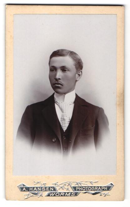Fotografie A. Hansen, Worms, Portrait Edelmann im Anzug mit Krawatte