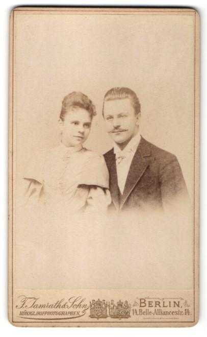 Fotografie F. Jamrath & Sohn, Berlin, Hochzeitspaar kurz nach der Trauung