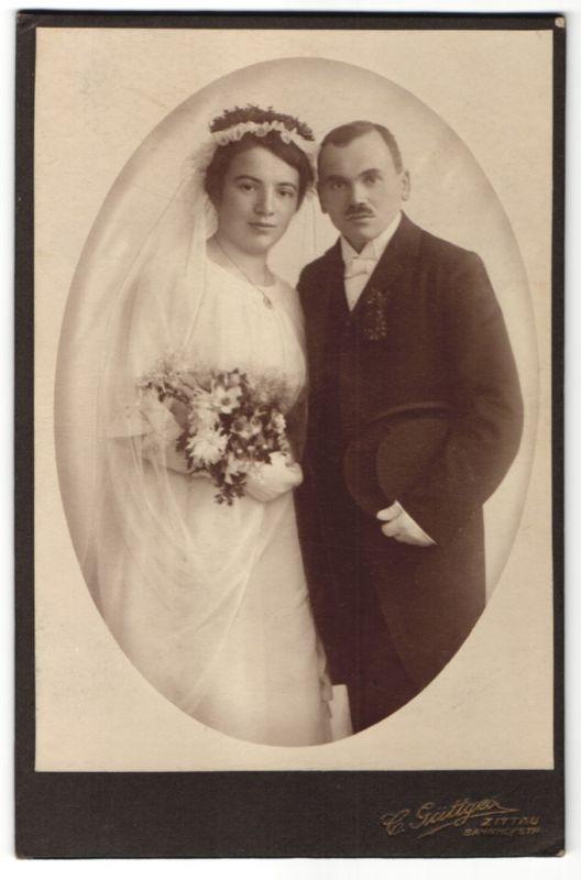 Fotografie Güttges, Zittau, Hochzeitspaar kurz nach der Trauung