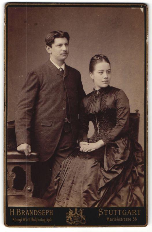 Fotografie H. Brandseph, Stuttgart, Portrait bürgerliches junges Paar