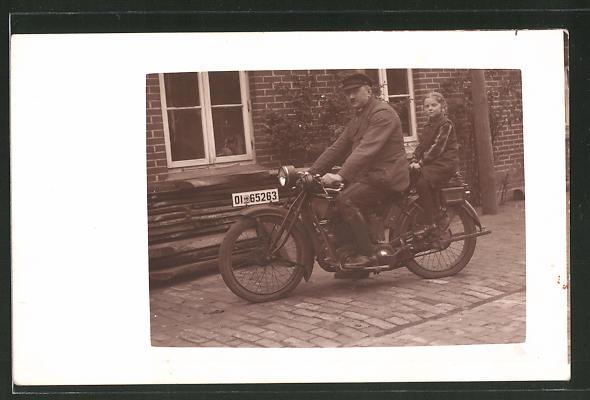 Foto-AK Mann mit Tochter auf seinem Zündapp-Motorrad