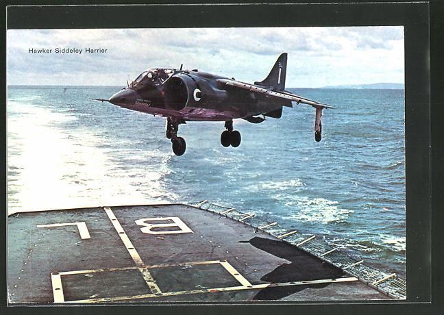 AK Kampfflugzeug Hawker Siddeley Harrier landet auf einem Flugzeugträger