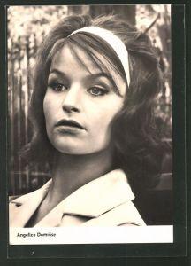 AK Schauspielerin Angelica Domröse mit Haarband