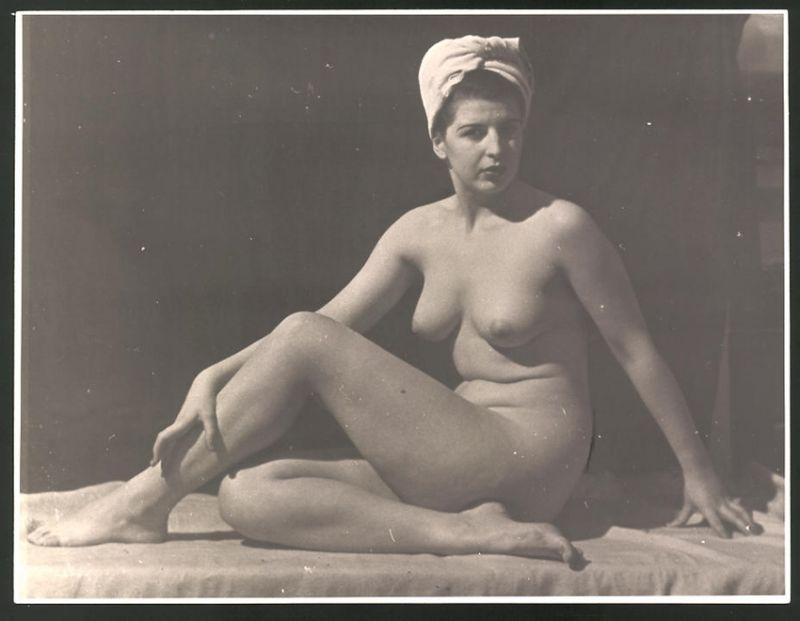 hausfrau lässt sich nackt fotografieren