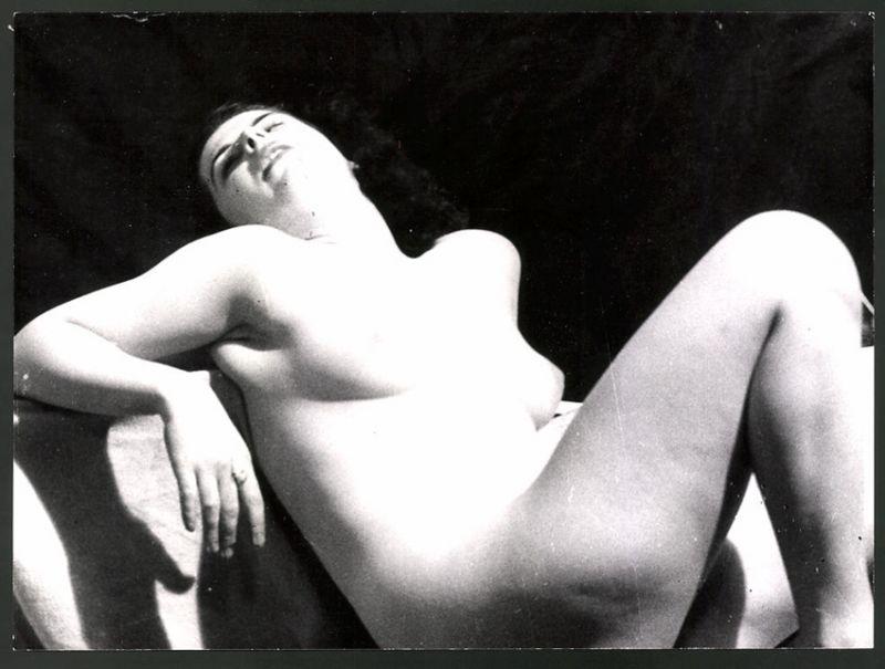 Fotografie Ludwig Geier, Aktmodel, Frauenakt in erotischer Pose