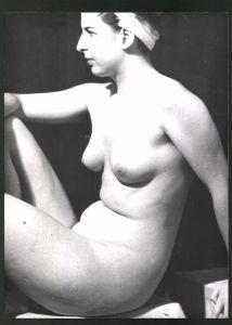 Fotografie Ludwig Geier, Aktmodel, Frauenakt posiert sitzend