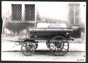 Fotografie Fotograf unbekannt, Ansicht Wien, Lastwagen-Anhänger Tankwagen der Firma E. F. Teich in Wien