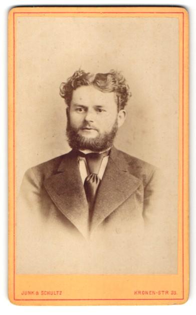 Fotografie Junk & Schultz, Berlin, Portrait Herr mit zeitgenössischer Frisur