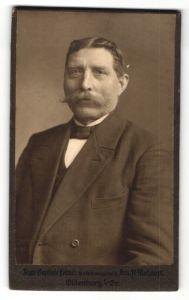 Fotografie A. Mohaupt, Oldenburg, Portrait älterer Herr mit Schnauzbart