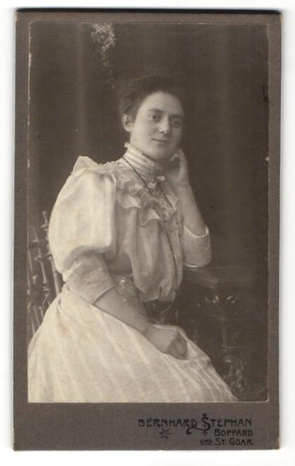 Fotografie Bernhard Stephan, Boppard a/Rh, St. Goar, Portrait junge Dame in zeitgenössischer Mode