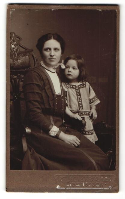 Fotografie Otto Barschler, Eibenstock, Portrait Mutter und Tochter