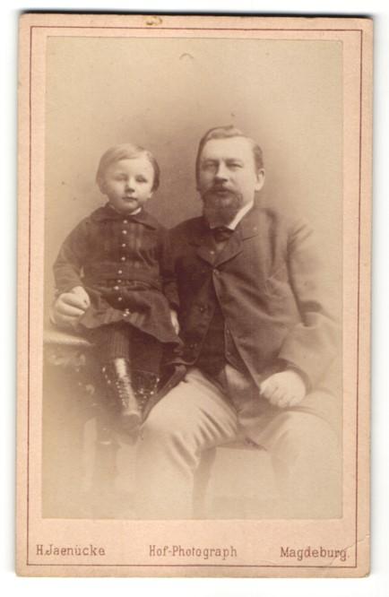 Fotografie H. Jaenicke, Magdeburg, Portrait Vater und kleine Tochter