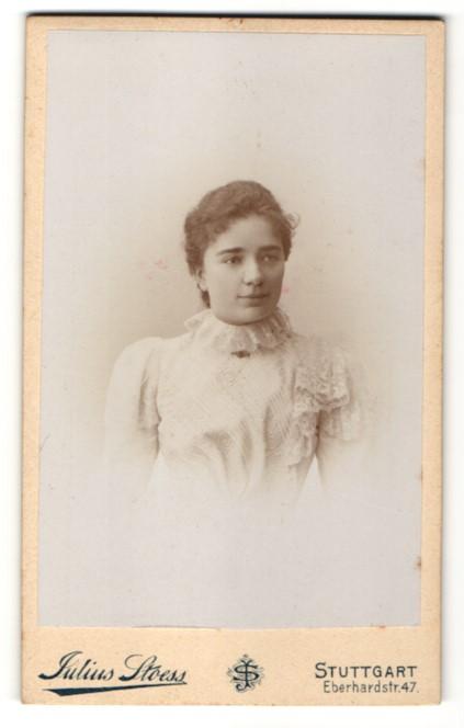 Fotografie Julius Stoess, Stuttgart, Portrait bezauberndes Fräulein