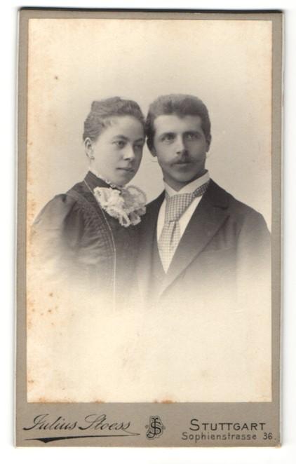 Fotografie Julius Stoess, Stuttgart, Portrait bürgerliches Paar