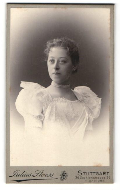 Fotografie Julius Stoess, Stuttgart, Portrait bezaubernde junge Dame