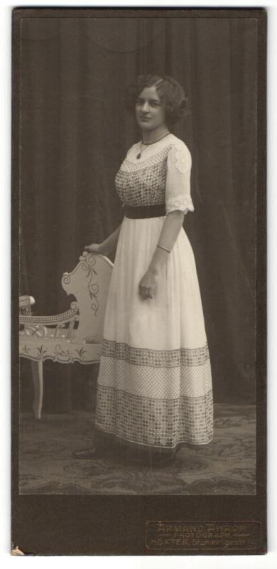 Fotografie Armand Ahron, Höxter, Portrait bürgerliche junge Dame mit Hochsteckfrisur