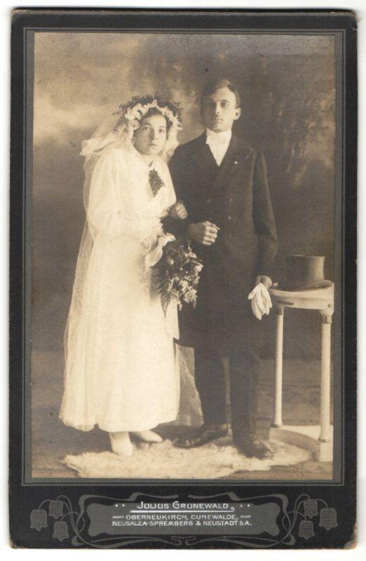 Fotografie Julius Grunewald, Oberneukirch, Portrait junges Hochzeitspaar