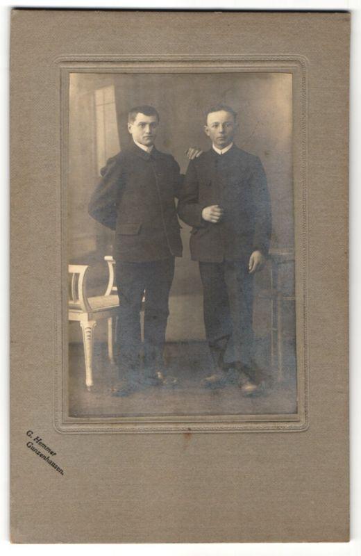 Fotografie G. Hemmer, Gunzenhausen, Portrait zwei junge Herren in Anzug 0