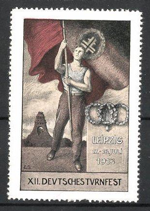 Reklamemarke Leipzig, XII. Deutsches Turnfest 1913, Athlet mit deutscher Fahne am Völkerschlschtdenkmal