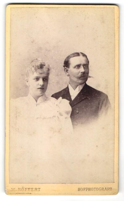 Fotografie W. Höffert, Berlin, Portrait bürgerliches Paar