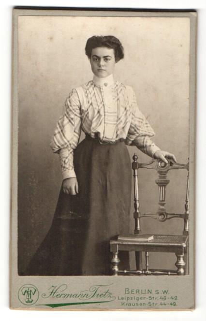 Fotografie Hermann Tietz, Berlin-SW, Portrait bürgerliche junge Frau