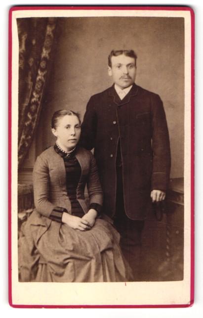 Fotografie unbekannter Fotograf, Portrait bürgerliches Paar