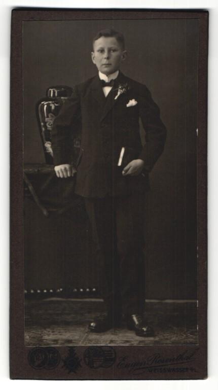 Fotografie Eugen Rosenthal, Weisswasser O/L, Portrait Knabe in feierlichem Anzug