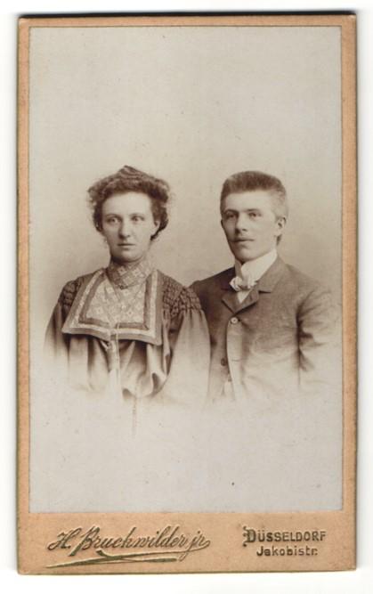 Fotografie H. Bruckwilder jr., Düsseldorf, Portrait gutbürgerliches Paar