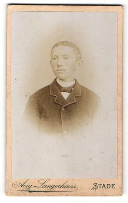 Fotografie Aug. Langerhans, Stade, Portrait junger Mann in zeitgenössischer Mode