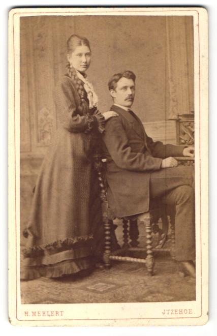 Fotografie H. Mehlert, Itzehoe, Portrait bürgerliches Paar