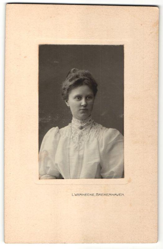 Fotografie L. Wernecke, Bremerhaven, Portrait junge Frau mit Hochsteckfrisur