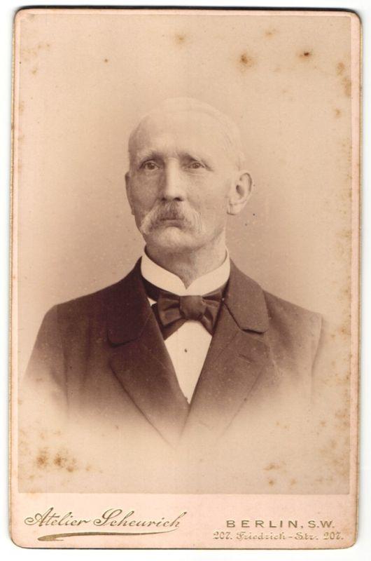 Fotografie Atelier Scheurich, Berlin-SW, Portrait betagter Herr in Anzug