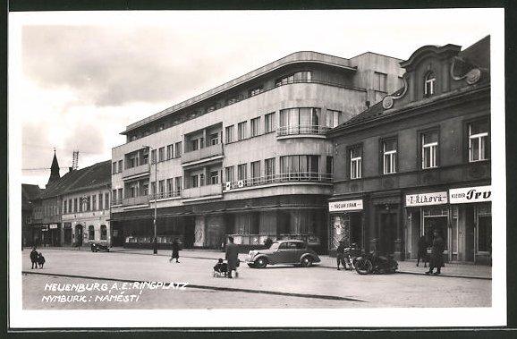 AK Nimburg / Nymburk, Blick auf den Ringplatz mit Geschäften