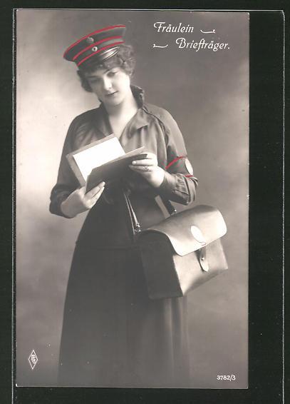 AK Fräulein Briefträger, Frau bringt die Post