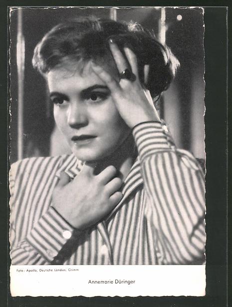 AK Schauspielerin Annemarie Düringer hält sich die Hand an den Kopf