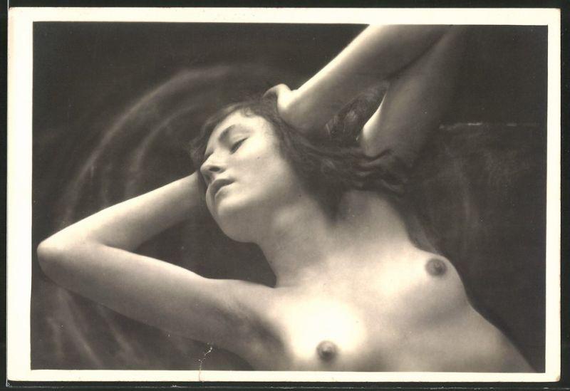 Fotografie Foto-Model in Akt, junge nackte Frau